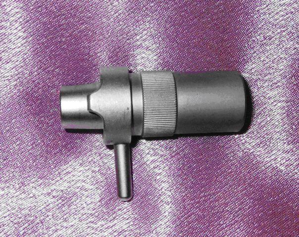 Переходник для жесткого соединения шприца со стволом